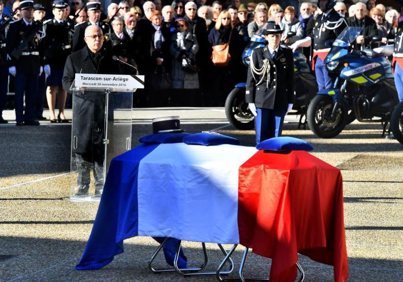 gendarme-tarascon-sur-ariege-novembre-2016