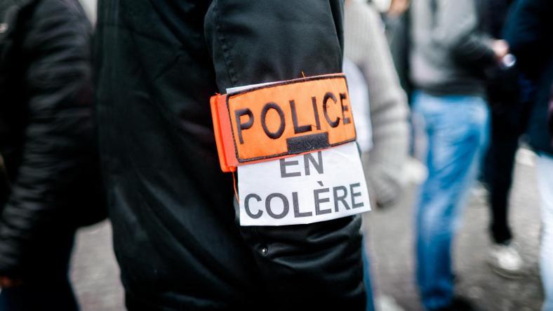 policiers en colère.jpg