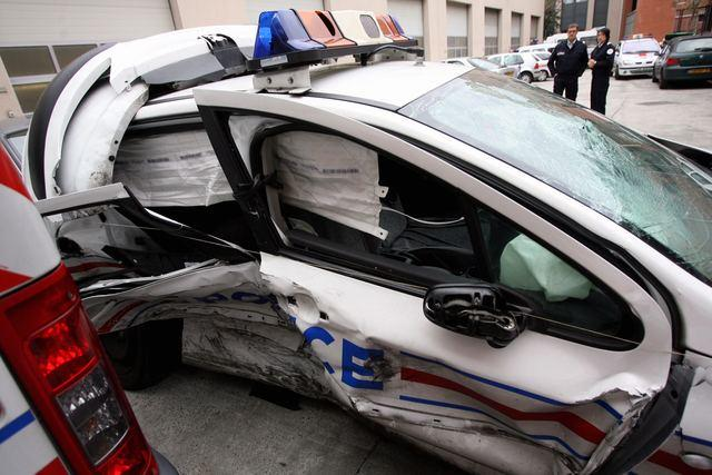 voiture police accidentée