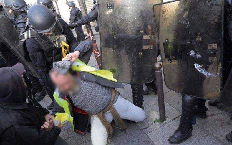 gilets jaunes 8 décembre police gendarmerie macron demission violences.jpg
