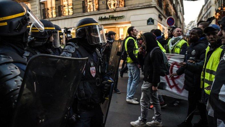 gilets jaunes élysée police violence macron gendarmerie
