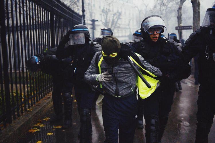 gilets jaunes crs 1 decembre police
