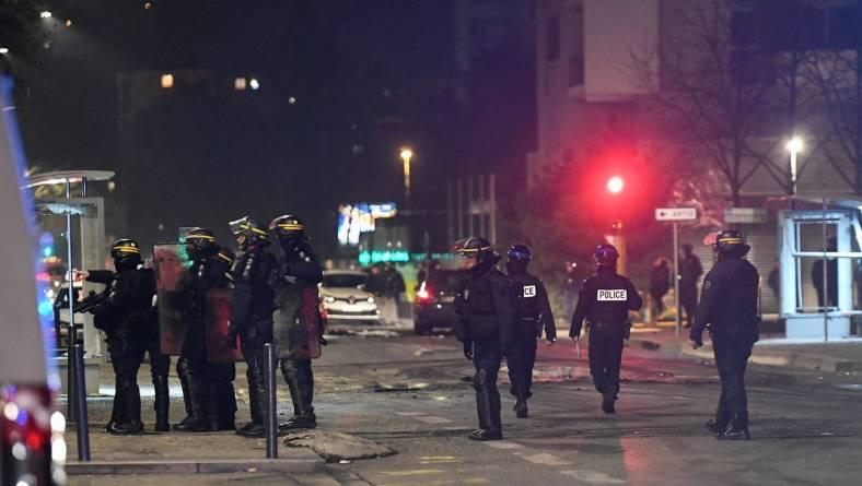 FRANCE-RIOT-POLICE