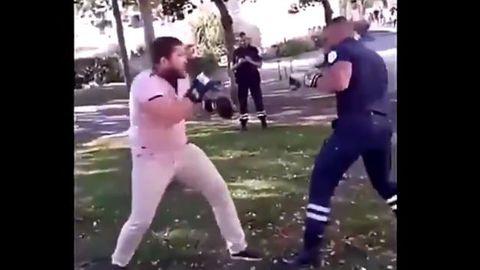 combat de boxe policier.jpeg